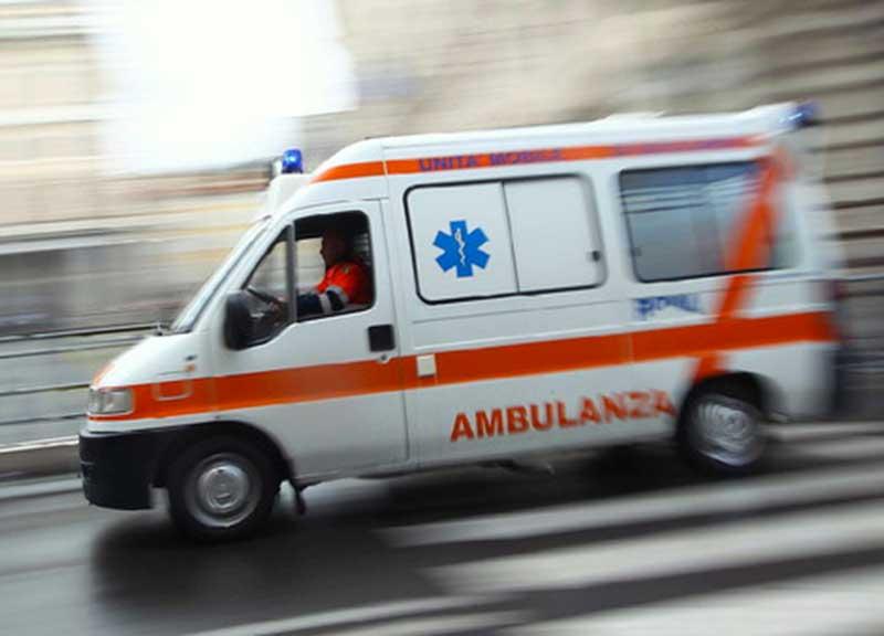 Photo of Incidente stradale a Roma: furgone investe bambina, madre e nonna. Grave l'anziana