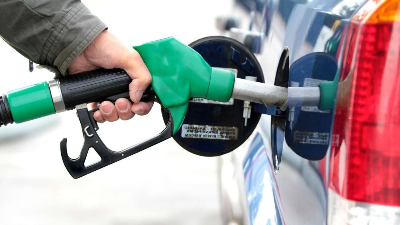 Photo of Caro benzina, aumentano i prezzi del carburante: benzina a 1,617 euro/litro, diesel a 1,507 euro/litro