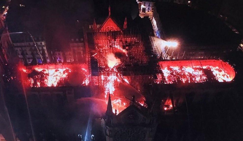 foto-incendio-notre-dame-parigi-alto