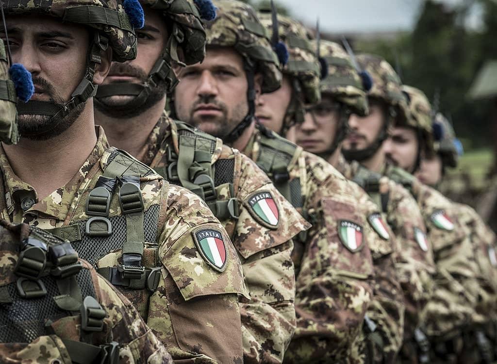 Photo of Covid, il ministro Lamorgese invia 100 militari in Campania