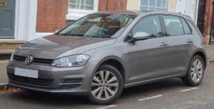 1200px-2013_Volkswagen_Golf_SE_BlueMotion_Technology_1.4_Front