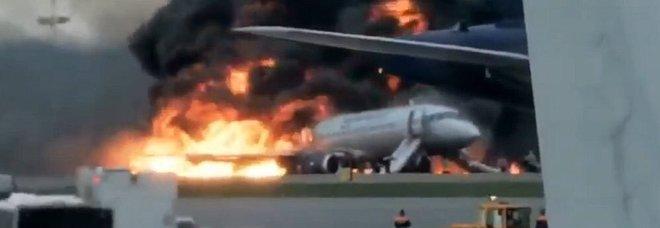 aereo-fiamme-mosca