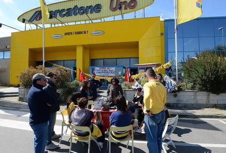 Photo of Mercatone Uno, si apre uno spiraglio: nuove speranze per i 1800 lavoratori