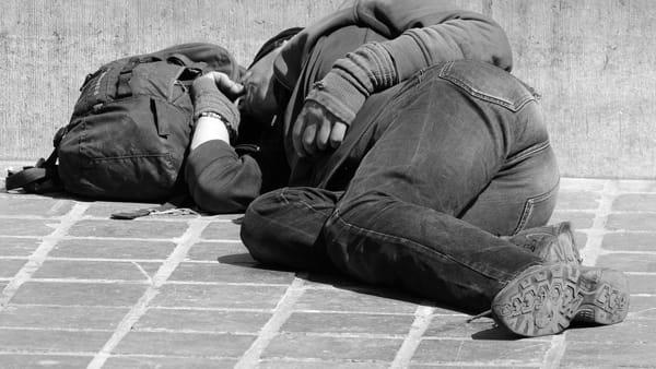 senzatetto-morto-milano