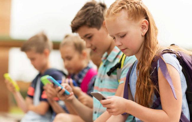 pediatri-stop-cellulari-tablet-bambini-danni