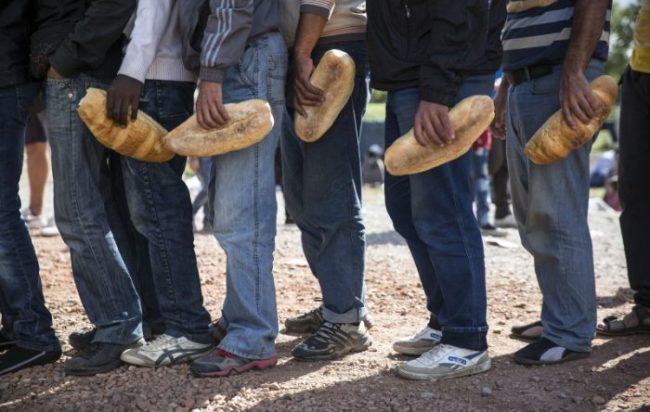 Lecco, intascavano soldi dei migranti: onlus e cooperativa indagate per truffa da 900mila euro