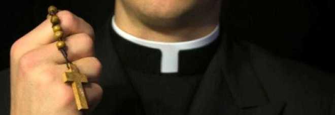 Photo of 'Ndrangheta: disabile vittima di tentata estorsione e messaggi a sfondo sessuale: due sacerdoti a processo