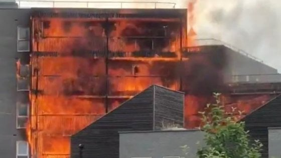 incendio-londra-palazzo-fiamme