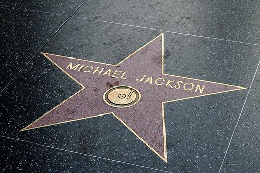 Photo of Michael Jackson, le ceneri del cantante custodite in alcui gioielli indossati dai figli