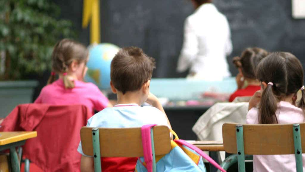 maestra-sospesa-denuncia-abusi