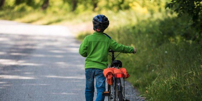 Photo of Codice della strada: casco obbligatorio in bici per i minori fino i 12 anni