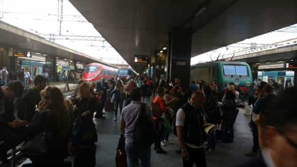 Photo of Treni bloccati sulla linea per Napoli: ritardi fino a 200 minuti
