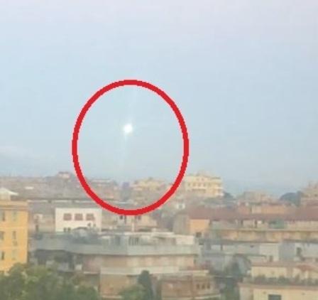 Photo of Mistero a Roma, avvistato un oggetto luminoso non identificato: «È un ufo»