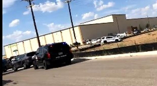 sparatoria-texas-5-21-feriti