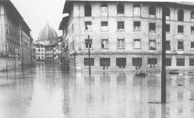 Photo of Alluvione di Firenze: cause, morti, storia, canzone e gli angeli del fango di uno dei più gravi eventi alluvionali accaduti in Italia