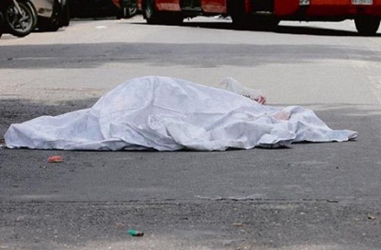 Photo of Cinese ha un infarto in strada e muore: nessuno lo soccorre per paura del virus