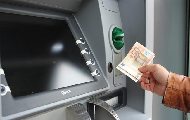 Bancomat, tassa sui prelievi contanti