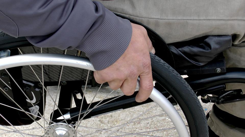 Photo of Mangia una zuppa scaduta e rimane paralizzato: shock in Francia