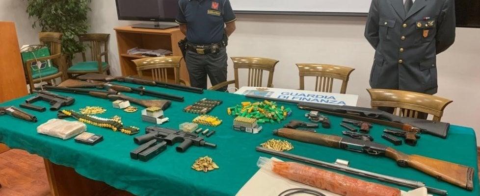 Photo of Armi, esplosivi e droga in un garage: sequestrato l'ersenale di un presunto affiliato alla 'Ndrangheta