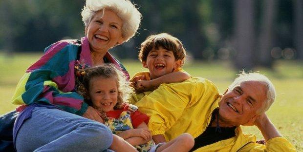 Photo of Festa dei nonni 2020: le migliori frasi per Facebook e le idee regalo