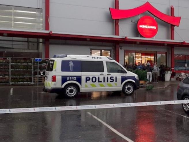Photo of Finlandia, studente armato di spada a scuola: un morto e dieci feriti