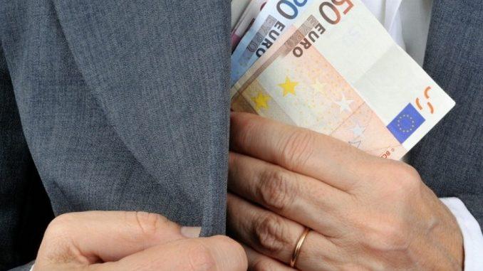 Photo of Evasione fiscale: via i controlli sui conti bancari degli italiani in Svizzera