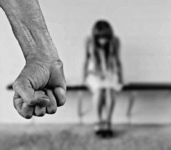 violenza-sessuale-compagna-figlia-arresto