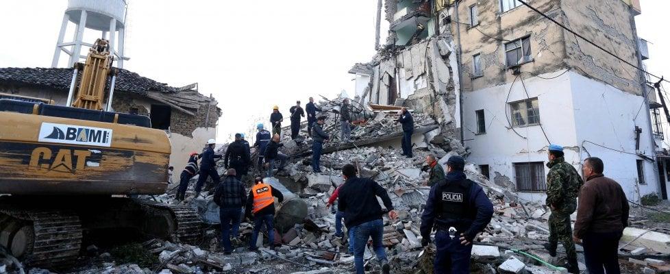 """Photo of Terremoto in Albania, morti mamma e 3 figli: """"Erano abbracciati nel letto"""""""