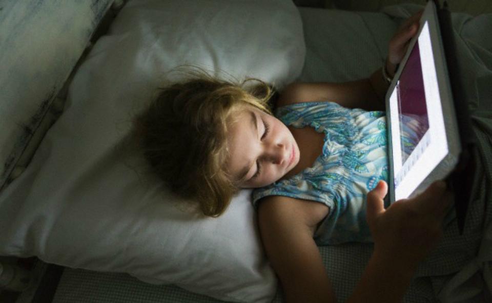 Photo of Insonnia, in Italia 3 bambini a settimana in cura per colpa degli schermi