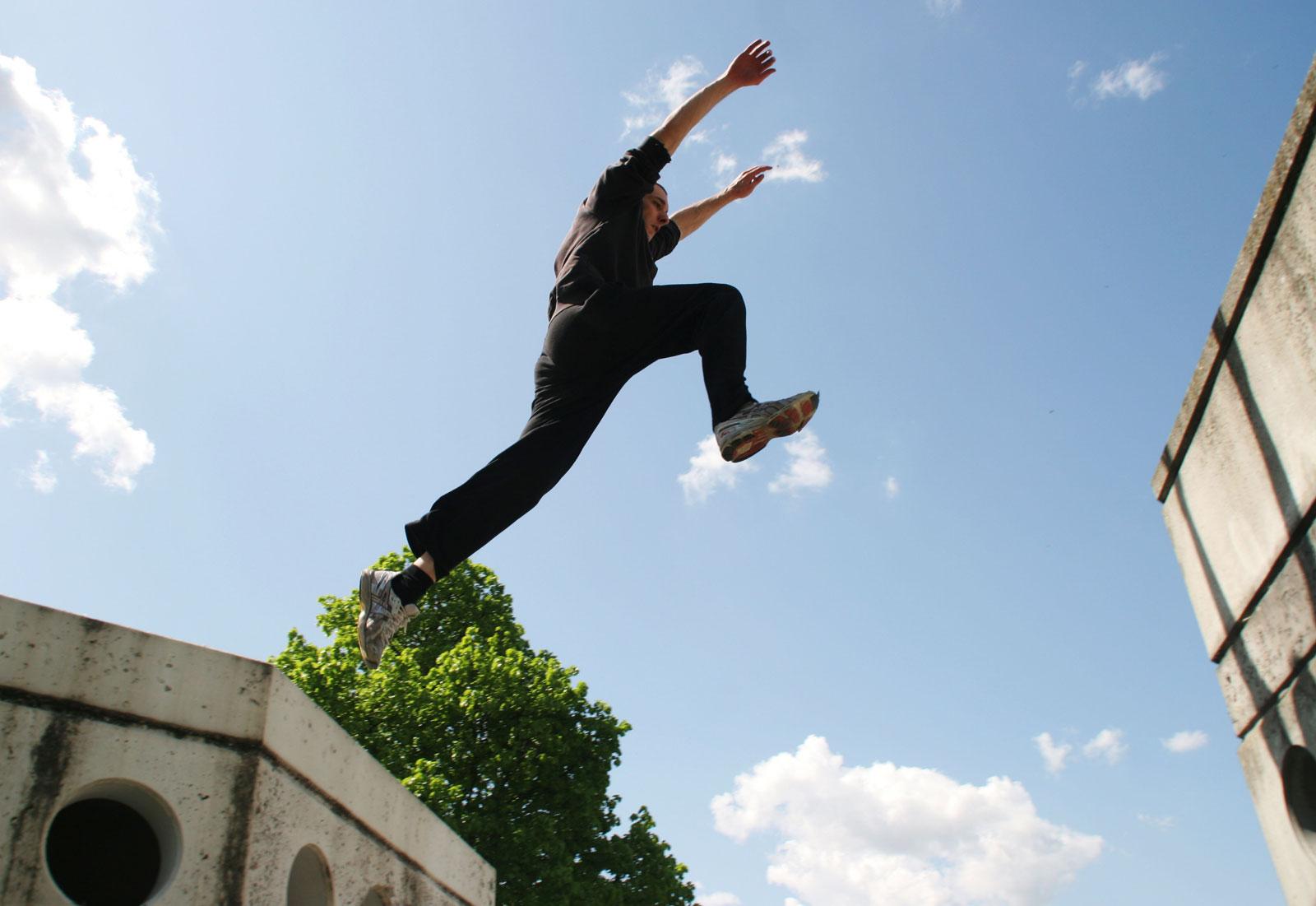 Photo of Ancona, 12enne cade dal tetto dell'Auchan praticando parkour e vola per 6 metri