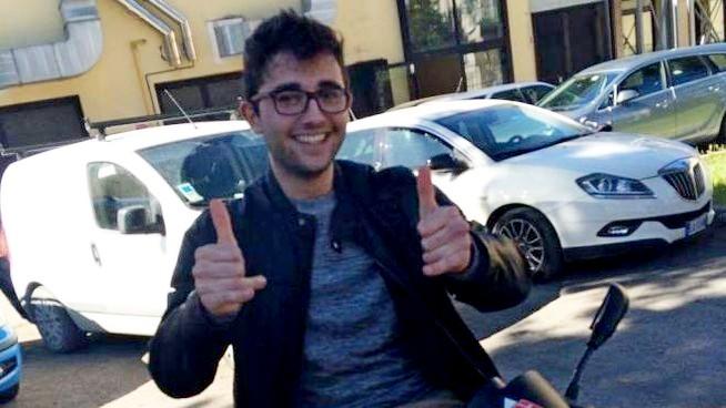Photo of Investito mentre torna dalla discoteca a piedi: Dennis muore a 20 anni sull'asfalto