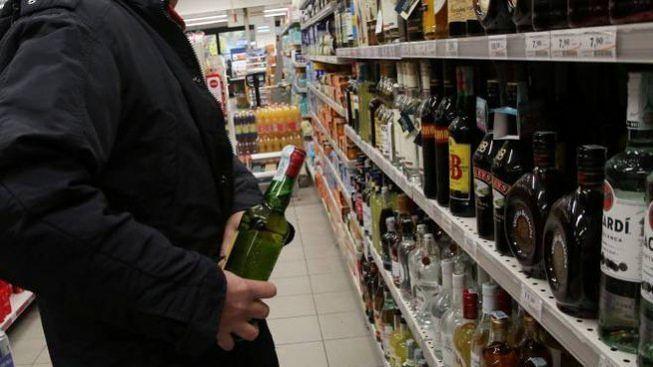 Furto-otto-bottiglie-alcolici-supermercato-treviglio