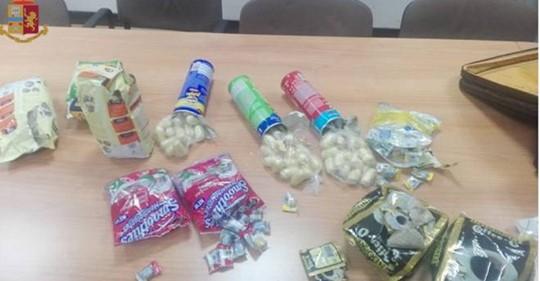 Photo of Bologna, arrestata una 73enne: nascondeva la droga nelle caramelle e nelle patatine