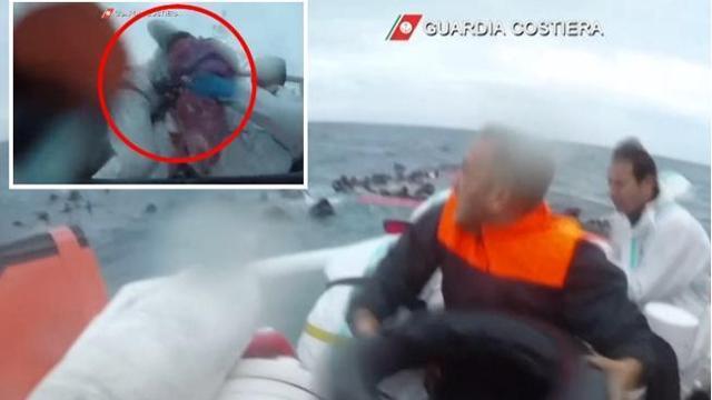 Photo of Lampedusa, il video del salvataggio di 149 migranti: soccorsa anche una bambina