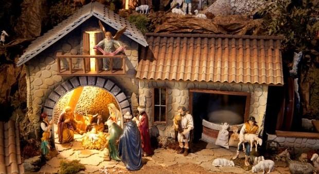 """Photo of Grosseto, il Comune obbliga tutte le scuole a fare il presepe: """"È simbolo universale del Natale"""""""