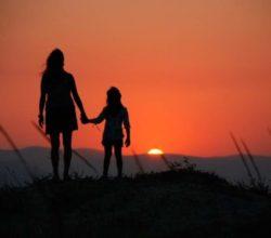 divorzio-assegno-alto-ex-moglie-rinuncia-studi-figli