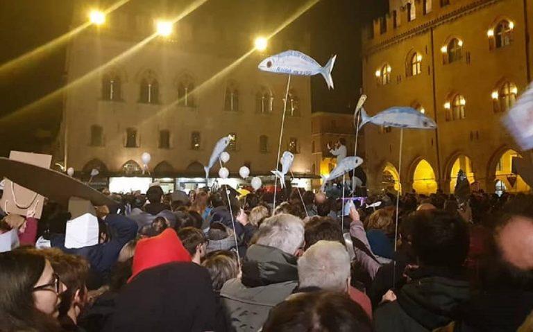 roma-casapound-piazza-sardine-movimento-no