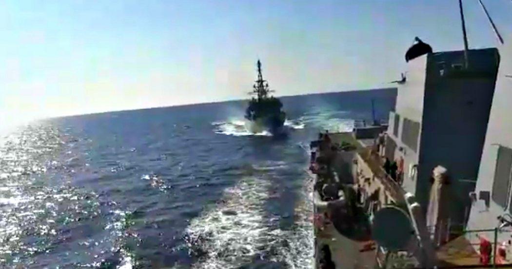 Photo of Nave russa e cacciatorpediniere Usa si incrociano nel Mar Arabico: collisione sfiorata