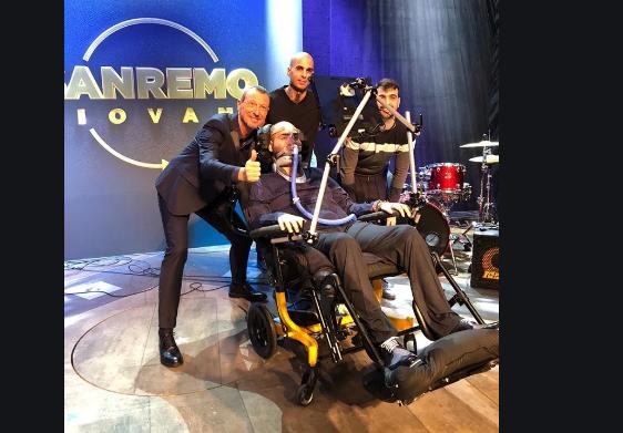 Photo of Sanremo 2020, sul palco dell'Ariston Paolo Palumbo, un cantante malato di Sla