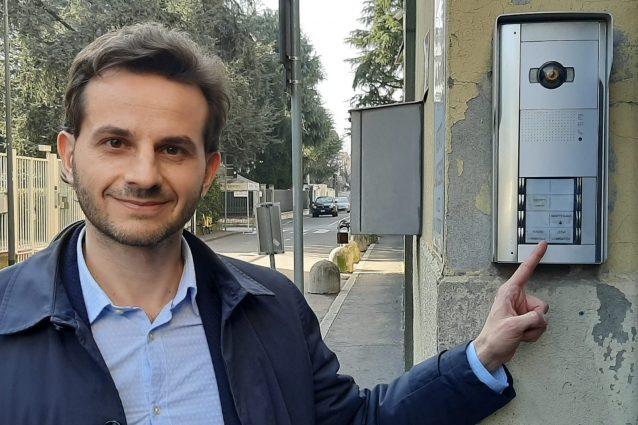 """Photo of Consigliere M5S citofona alla sede della Lega: """"Dove sono i 49 milioni?"""""""