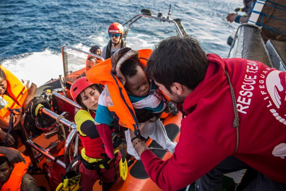 Photo of Santa Maria di Leuca: trenta migranti soccorsi in mare, tra cui due famiglie, una donna e un bambino