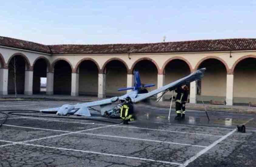 Photo of Asti, ultraleggero cade in piazza a Moncalvo: pilota morto