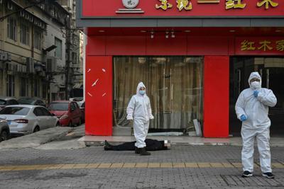 "Photo of Coronavirus, torna la paura a Wuhan: ""Restate a casa"""