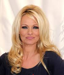 Photo of Pamela Anderson si separa dopo 12 giorni dal matrimonio con Jon Peters