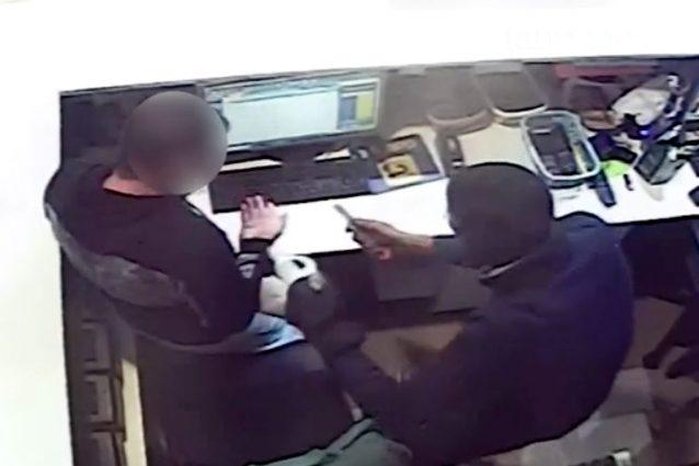 Photo of Rozzano, rapina in un centro scommesse a colpi di taglierino