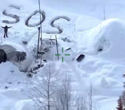 Alaska-sopravvissuto-scritta-sos-neve