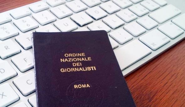 """Photo of Ecco il """"foglio rosa"""" dei giornalisti: rivoluzione per l'iscrizione all'elenco pubblicisti"""