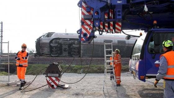 Photo of Treno deragliato a Lodi, al via le operazioni per rimuovere le carrozze
