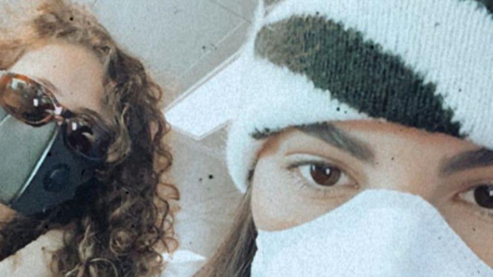 "Photo of Coronavirus, Giulia De Lellis in aeroporto con la mascherina: ""Mi dispiace, sono troppo ipocondriaca"""