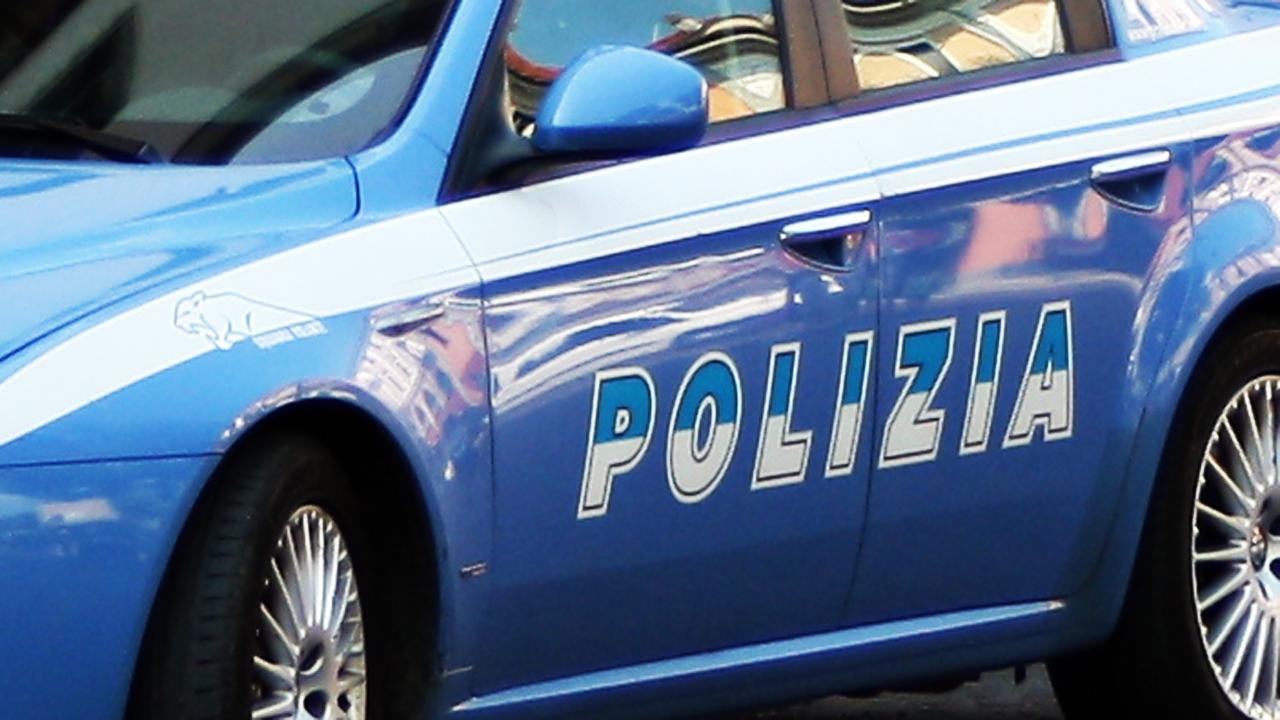 Photo of Treviglio, 23enne picchia la compagna e si fa scudo con il figlio di 9 mesi per scappare: arrestato